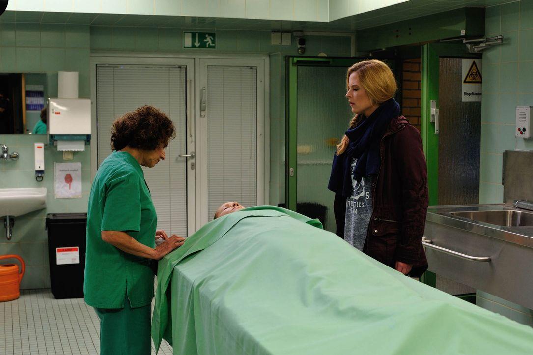 Um ihren ersten Fall in Berlin zu lösen, gibt Josephine (Diana Amft, r.) alles und findet schließlich mit Hilfe von Tereza (Adriana Altaras, l.) wic... - Bildquelle: Hardy Spitz SAT.1