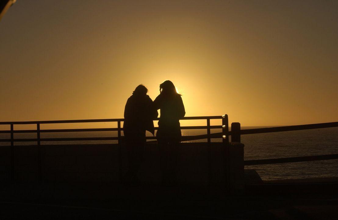 Nur gute Freunde?: Marissa (Mischa Barton, r.) und Johnny (Ryan Donowho, l.) ... - Bildquelle: Warner Bros. Television