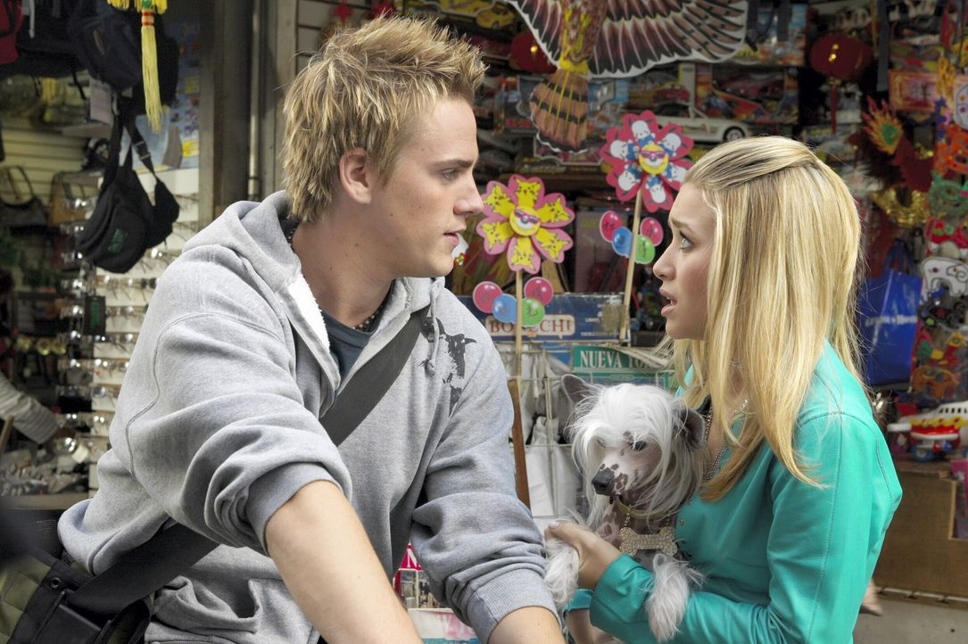 Als Jane (Ashley Olsen, r.) den Fahrradkurier (Riley Smith, l.) kennen lernt, ist sie sogleich ziemlich angetan von dem charmanten Jungen ... - Bildquelle: Warner Brothers International Television