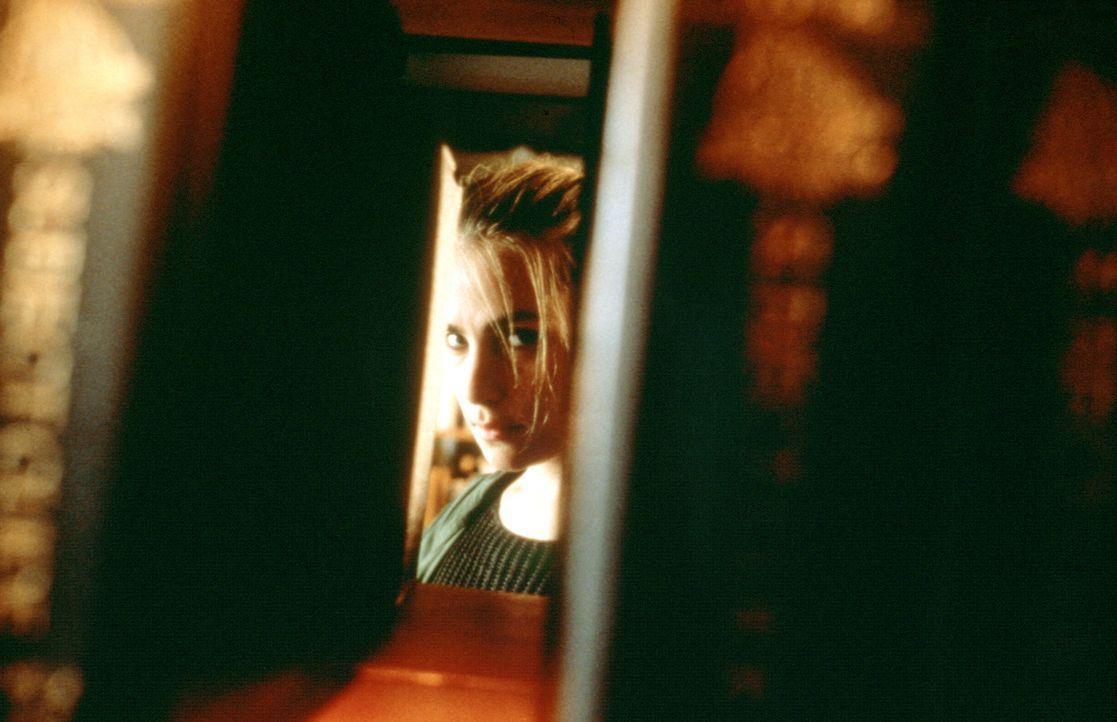 Der attraktive Schutzengel (Emmanuelle Seigner) hat einen dämonischen Auftrag: Dean Corso ... - Bildquelle: 20th Century Fox of Germany