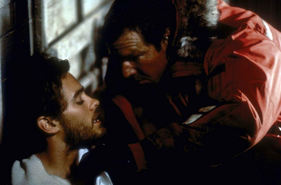 Der Killer liefert sich mit seinem Verfolger, dem FBI-Agenten Frank (Dennis Quaid, r.), ein trickreiches Katz-und-Maus-Spiel. Ist der Ex-Medizinstud... - Bildquelle: Paramount Pictures