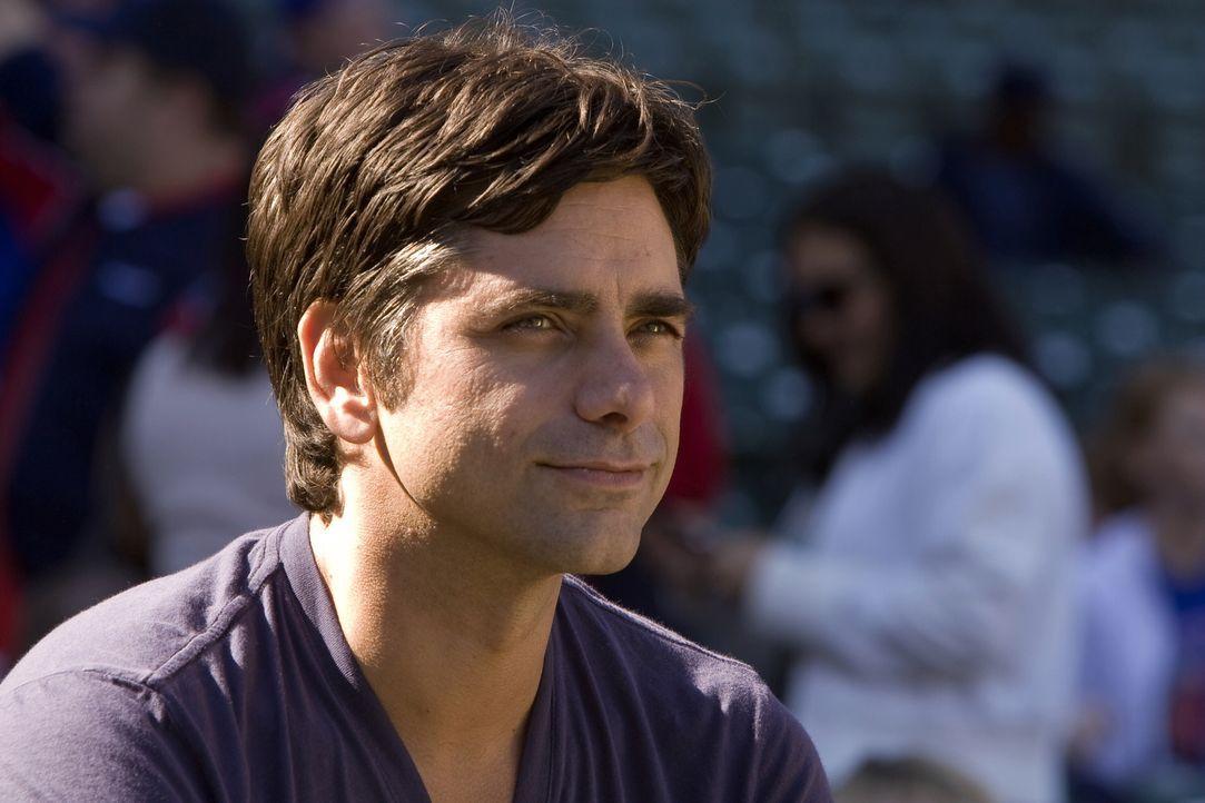 Um Joshua ein wenig von seiner tödlichen Krankheit abzulenken, hat Gates (John Stamos) eine Überraschung für ihn ... - Bildquelle: Warner Bros. Television