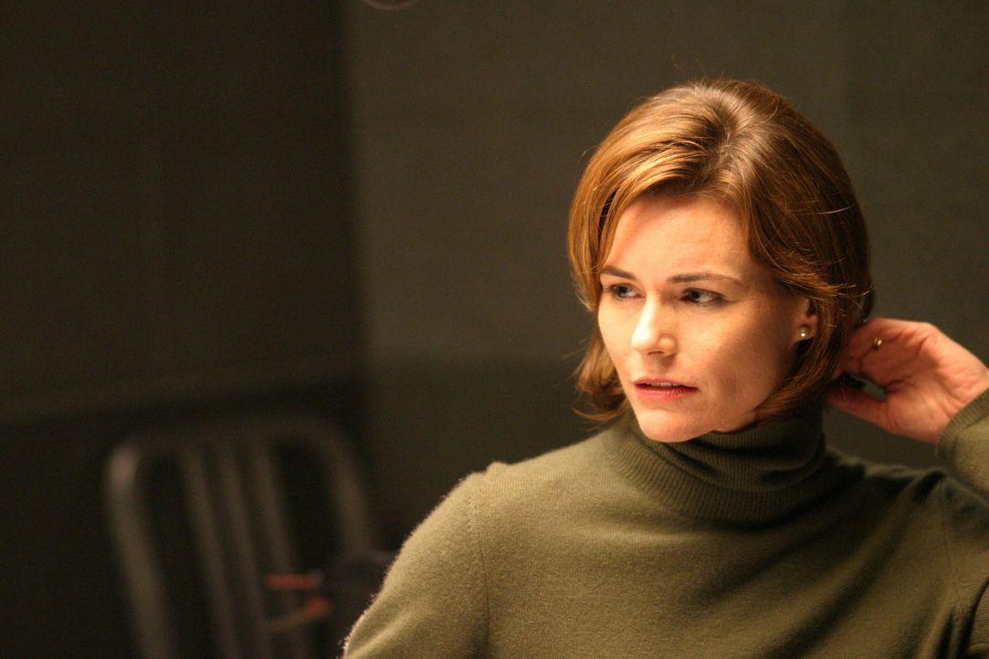 Hat Jane (Saxon Trainor) etwas mit dem 22 Jahre zurückliegenden Mordfall zu tun ? - Bildquelle: Warner Bros. Television
