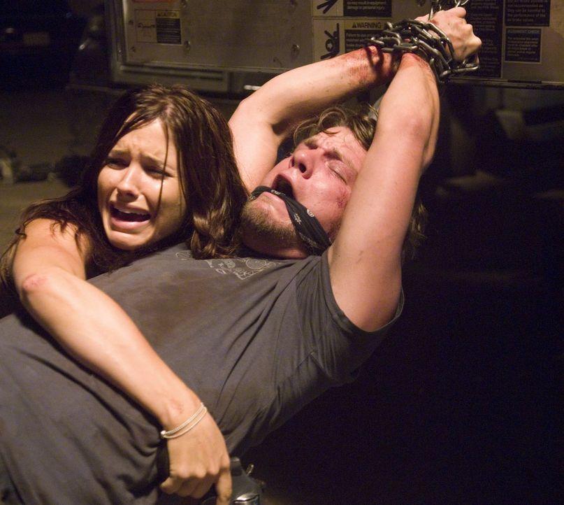 Als die Studenten Grace (Sophia Bush, l.) und Jim (Zachary Knighton, r.) beschließen, zum Spring Break an den Lake Havasu zu fahren, ahnen sie nicht...