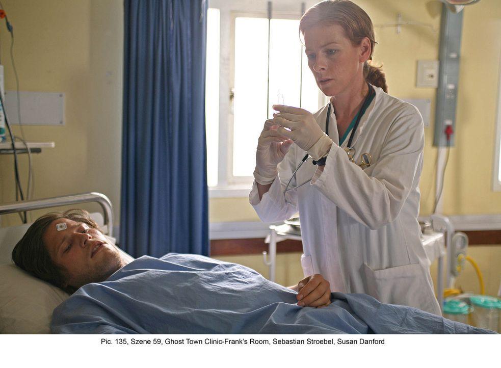 Eines Tages wird der junge Sportler Frank Engelmann (Sebastian Ströbel, l.) in die Klinik eingeliefert. Dr. Diane Jackson (Susan Danford, r.) soll s... - Bildquelle: Boris Guderjahn ProSieben