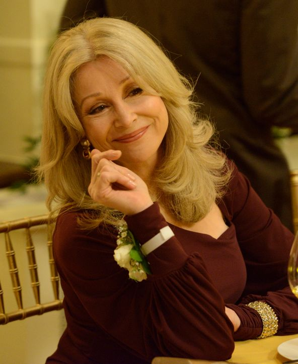 Nach und nach findet Olivia (Sherry Miller) Gefallen an Elena, doch all das Wohlwollen setzt Elena schließlich wieder aufs Spiel ... - Bildquelle: 2014 She-Wolf Season 1 Productions Inc.