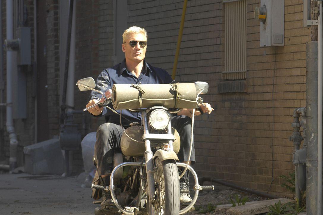 Mit einer Bibel und seinem Bike kämpft Ryder (Dolph Lundgren) gegen die Ungerechtigkeit in der kleinen Stadt. Seit Jahren leidet die Bevölkerung unt... - Bildquelle: 2008 CPT Holdings, Inc. All Rights Reserved. (Sony Pictures Television International)