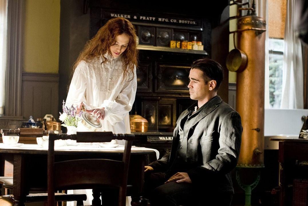 Peter Lake (Colin Farrell, l.), ein Kleinkrimineller, verliebt sich 1916 in Beverly Penn (Jessica Brown-Findlay, r.), eine todkranke Erbin. Er versu... - Bildquelle: Warner Brothers