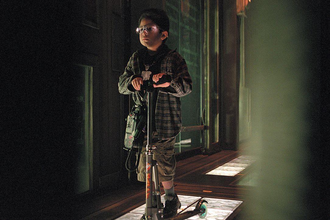 Gefangen in einem mysteriösem Haus: Bobby (Alec Roberts) ... - Bildquelle: 2003 Sony Pictures Television International. All Rights Reserved.