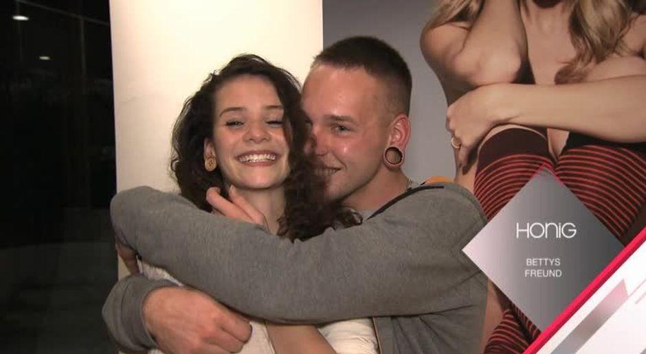 Germany S Next Topmodel Video Web Exklusiv Betty Und Ihr Honig