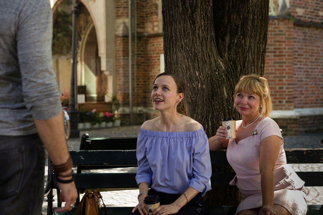 Agnes (Sandra Steffl, r.) kann es nicht glauben, dass Emma (Nadja Becker, l.) nicht erkennen will, dass sie ihr Herz erneut an ihre Jugendliebe verl... - Bildquelle: Arvid Uhlig SAT.1