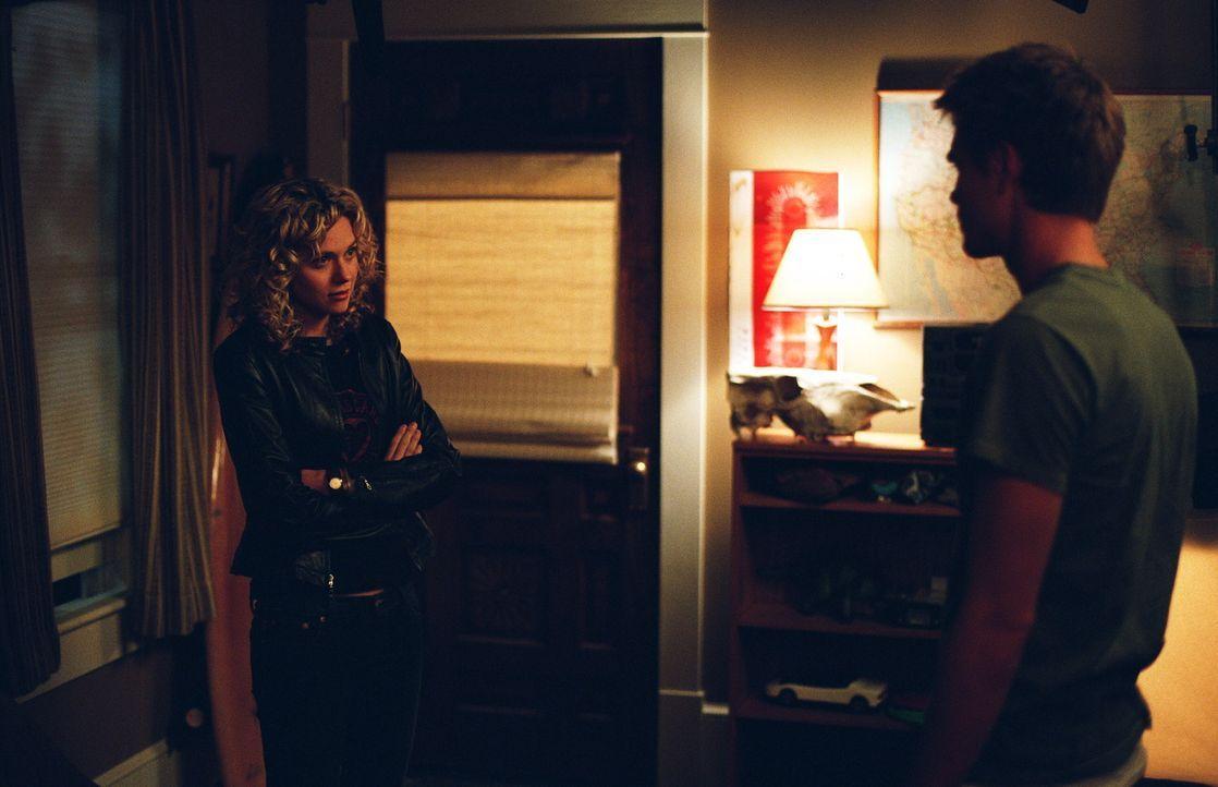 Peyton (Hilarie Burton, l.), die Lucas (Chad Michael Murray, r.) anfangs zurückgewiesen hat, will diese Entscheidung zurücknehmen. Doch dann muss... - Bildquelle: Warner Bros. Pictures