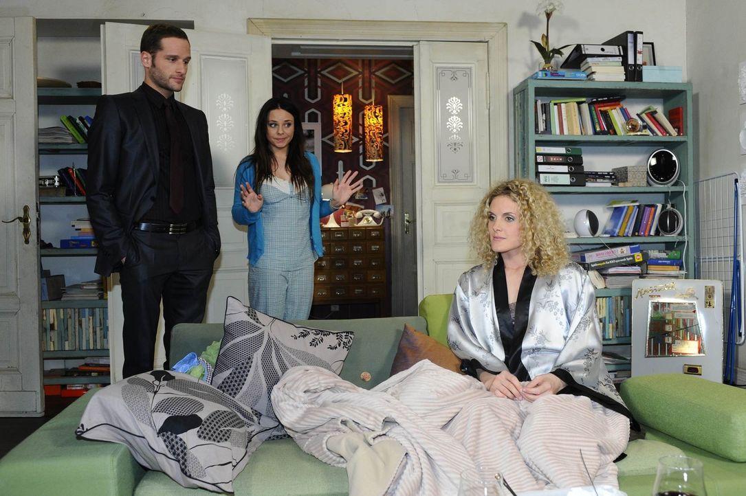 Zu später Stunde kommt ein Überraschungsgast. (v.l.n.r.) David (Lee Rychter), Paloma (Maja Maneiro) und Maja (Barbara Lanz) ... - Bildquelle: SAT.1