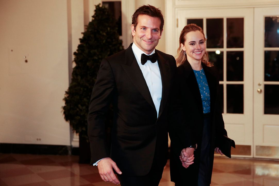 Bradley-Cooper-Suki-Waterhouse-14-02-11-getty-AFP - Bildquelle: getty-AFP