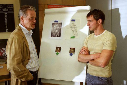 Wolffs Revier - Kommissar Wolff (Jürgen Heinrich, l.) und Tom (Steven Merting...