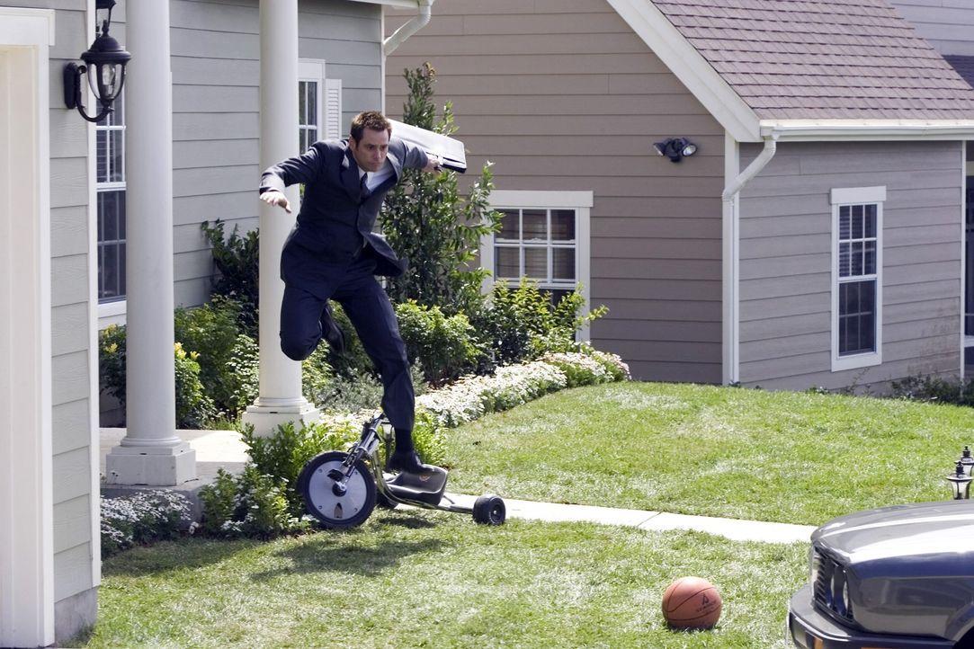 Dick (Jim Carrey) ist guter Dinge, denn nach einer Beförderung zum Chef-Pressesprecher glaubt er, endlich den großen Durchbruch geschafft zu haben .... - Bildquelle: Sony Pictures Television International. All Rights Reserved.