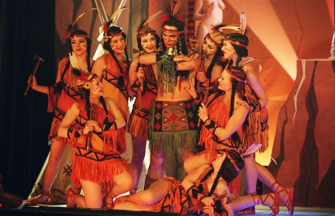 Let the show begin: Mit ungewöhnlichen Tänzern und Tänzerinnen versucht Mrs. Henderson ihr Theater zu retten ... - Bildquelle: The Weinstein Company All rights reserved
