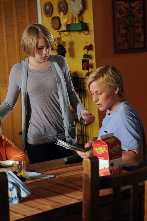 Ariel (Sofia Vassilieva, l.) ist überglücklich, dass ihre Mutter Allison (Patricia Arquette, r.) wieder zuhause ist. - Bildquelle: Paramount Network Television
