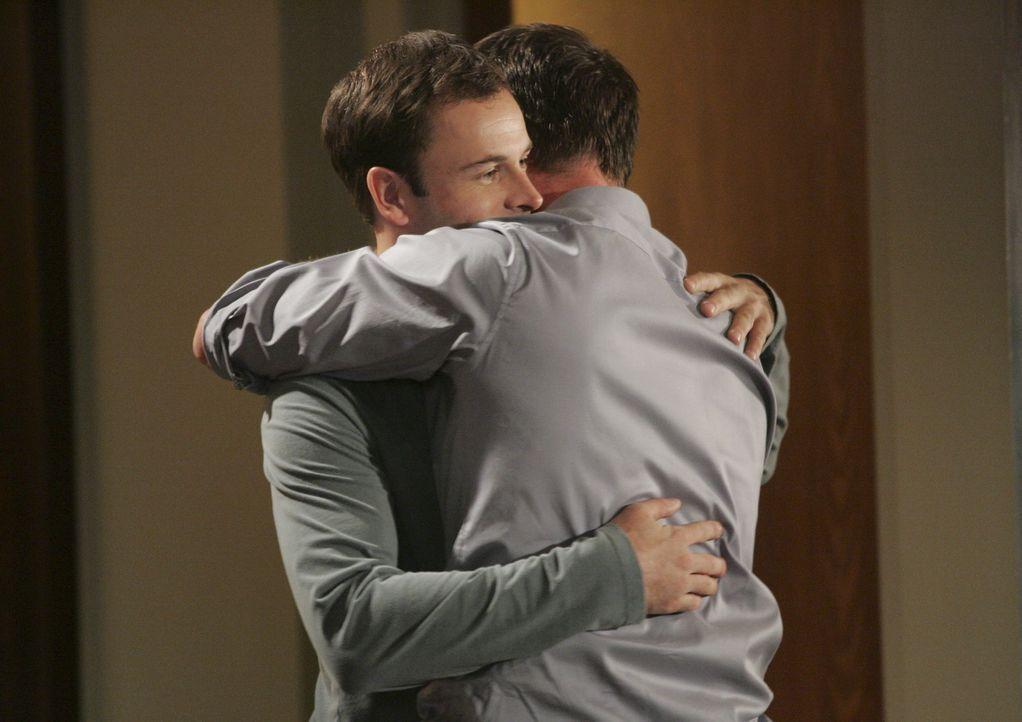 Wird ihre Freundschaft die Strapazen überstehen? Eli (Jonny Lee Miller, l.) und Matt (Sam Jaeger, r.) hoffen es inständig ... - Bildquelle: Disney - ABC International Television