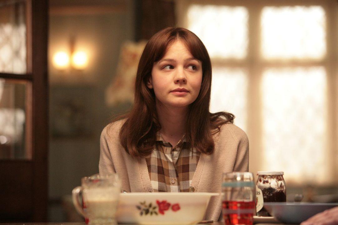Die 16-jährige Jenny Mellor (Carey Mulligan) lebt mit ihren Eltern in einem kleinen Vorort von London. Als Musterschülerin hat sie gute Chancen, ihr... - Bildquelle: 2009 An Education Distribution Limited. All Rights Reserved.