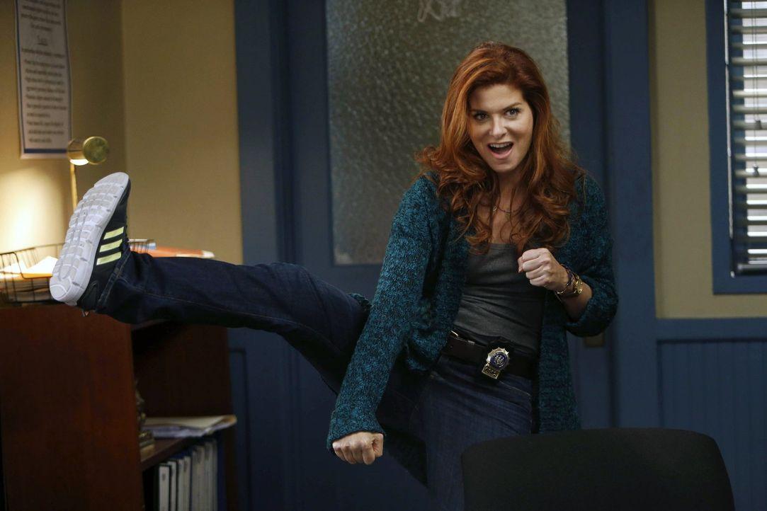 Ein neuer Fall wartet auf Laura Diamond (Debra Messing) und ihre Kollegen ... - Bildquelle: Warner Bros. Entertainment, Inc.