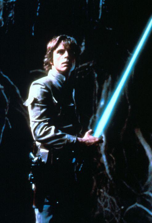 Schon bald muss Luke Skywalker (Mark Hamill) im Duell der Laserschwerter gegen Darth Vader antreten ... - Bildquelle: Lucasfilm LTD. & TM. All Rights Reserved.