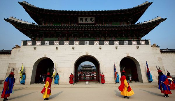 Der Gyeongbok Palast bei Tag - Bildquelle: dpa