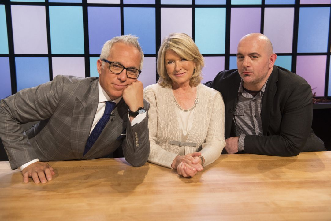Den Köchen (v.l.n.r.) Geoffrey Zakarian, Martha Stewart und Chris Santos läuft bereits das Wasser im Mund zusammen. Wer der vier kleinen Junior-Köch... - Bildquelle: Scott Gries 2015, Television Food Network, G.P. All Rights Reserved
