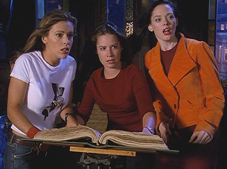 Charmed - Zauberhafte Hexen - Zum ersten Mal setzten Phoebe (Alyssa Milano, l...