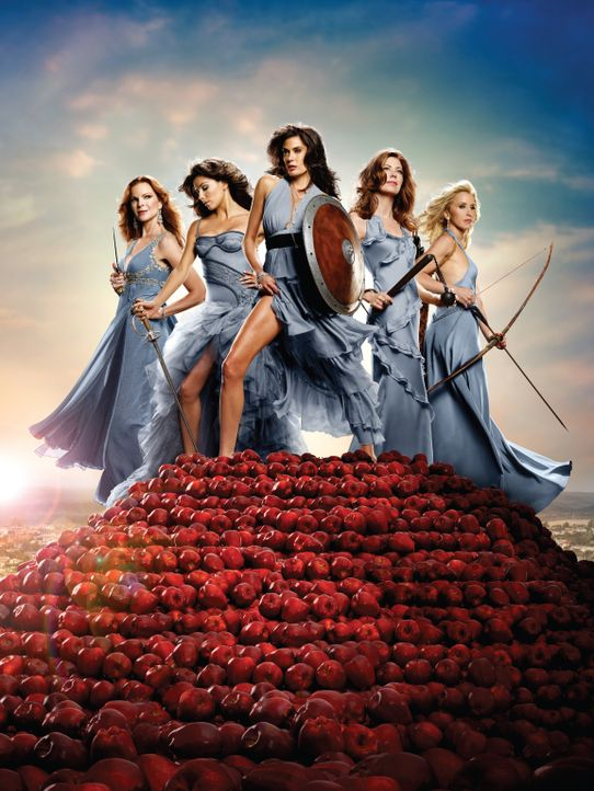 (6. Staffel) - Unterschätze nie eine Hausfrau: Lynette (Felicity Huffman, r.), Bree (Marcia Cross, l.), Gabrielle (Eva Longoria, 2.v.l.), Susan Delf... - Bildquelle: ABC Studios