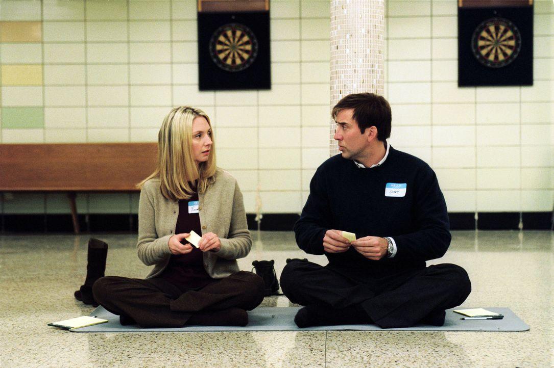 In Daves (Nicolas Cage, r.) Privatleben läuft nichts so, wie es sein sollte. Von seiner ehemaligen großen Liebe (Hope Davis, l.) ist er geschieden... - Bildquelle: 2004 by PARAMOUNT PICTURES. All Rights Reserved.