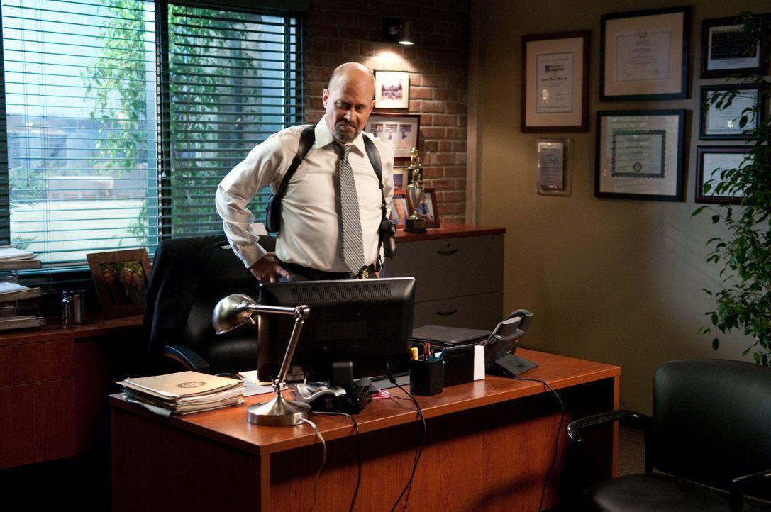 Geht gegen Patrick Jane vor: Agent Sam Bosco (Terry Kinney) ... - Bildquelle: Warner Bros. Television