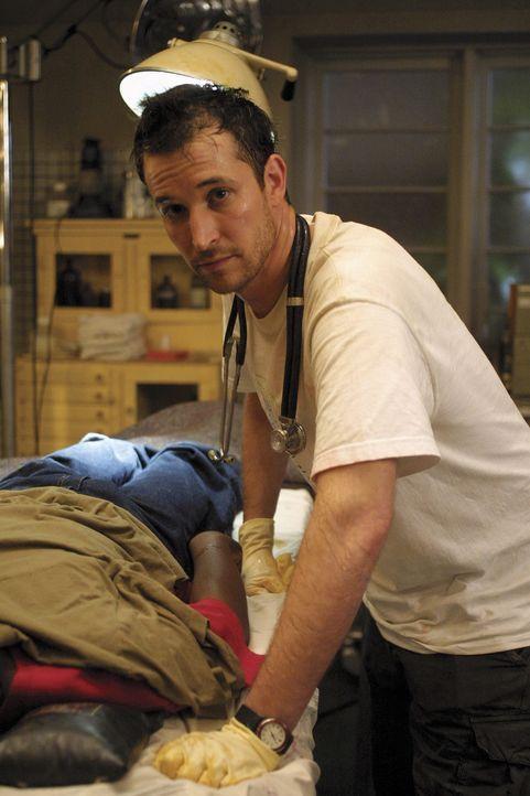 Ein schrecklicher Anblick, doch Carter (Noah Wyle) gibt sein Bestes und versucht im Kriegsgebiet Kisangani in Afrika soviel Leben wie möglich zu re... - Bildquelle: TM+  2000 WARNER BROS.