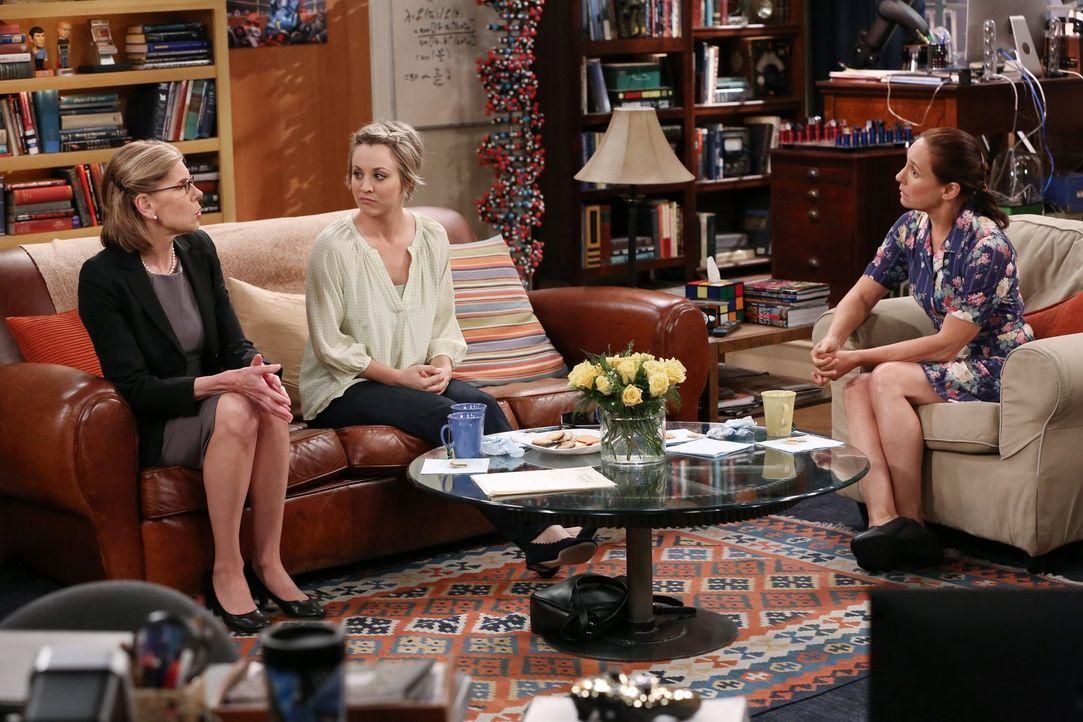 Gesprächh unter Frauen: Kommen Mary (Laurie Metcalf, r.), Penny (Kaley Cuoco, M.) und Beverly (Christine Baranski, l.) miteinander zurecht? - Bildquelle: Warner Bros. Television