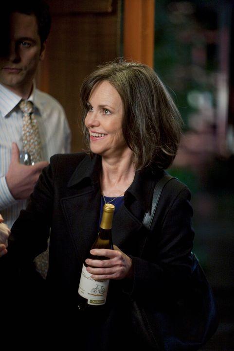 Ein gemütliches Abendessen steht bevor und Nora (Sally Field) ist glücklich, die ganze Familie um sich versammelt zu haben ... - Bildquelle: 2009 American Broadcasting Companies, Inc. All rights reserved.
