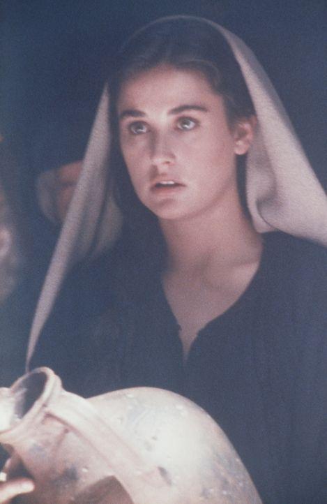 Die junge Abby (Demi Moore) ist im siebten Monat schwanger, als sie ein kleines Appartement an einen geheimnisvollen Fremden vermietet - eines Tages... - Bildquelle: TriStar Pictures