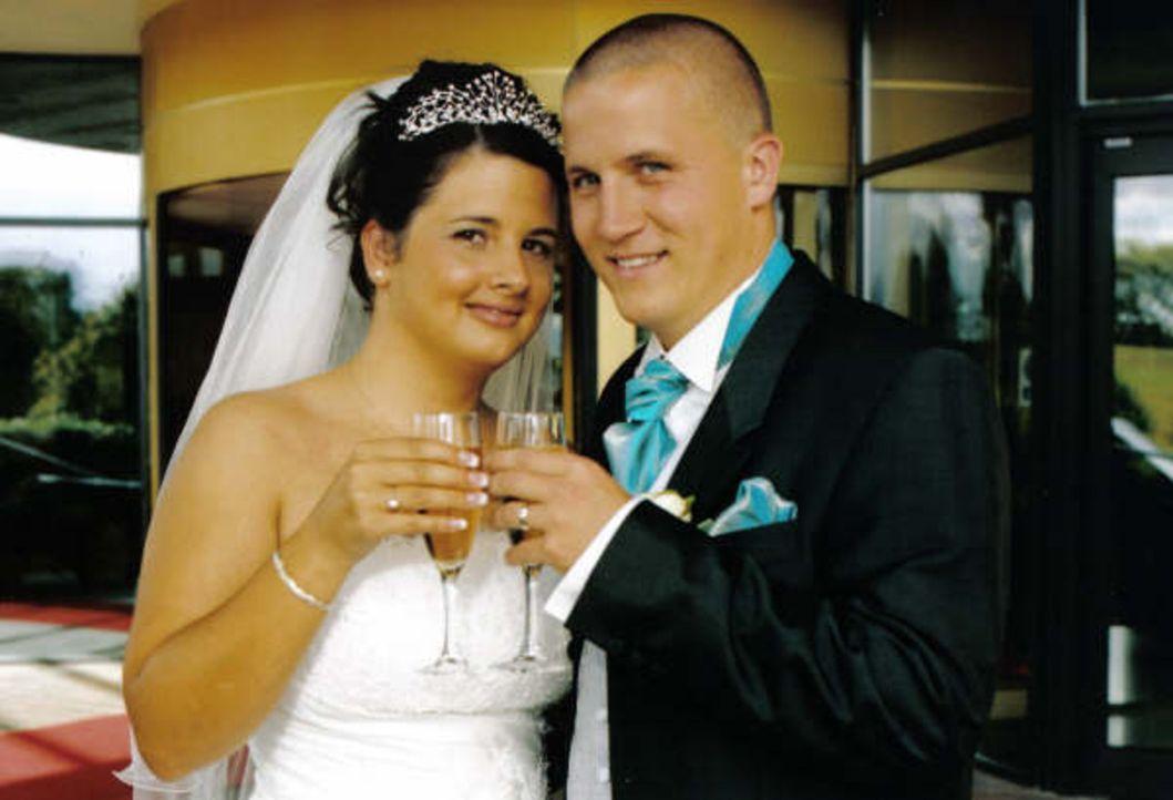 Jason und Cassy sind seit zwei Jahren verlobt, doch die zukünftige Braut plant ihre Hochzeit schon seit Ewigkeiten. Der einzige Haken: Das Geld sit... - Bildquelle: Renegade Pictures Ltd