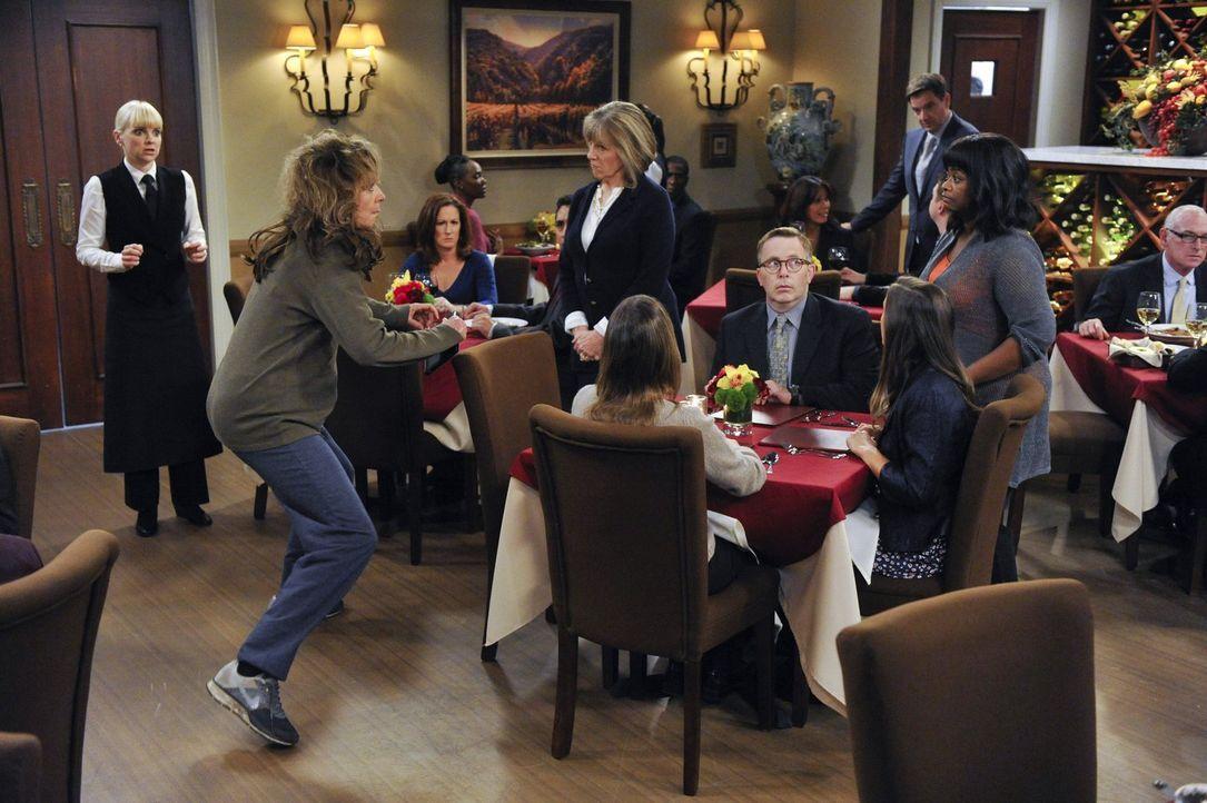 Die Therapiestunde mit Regina (Octavia Spencer, 2.v.r.) und Marjorie (Mimi Kennedy, 5.v.l.) endet für Bonnie (Allison Janney, 2.v.l.) ganz anders, a... - Bildquelle: Warner Brothers Entertainment Inc.