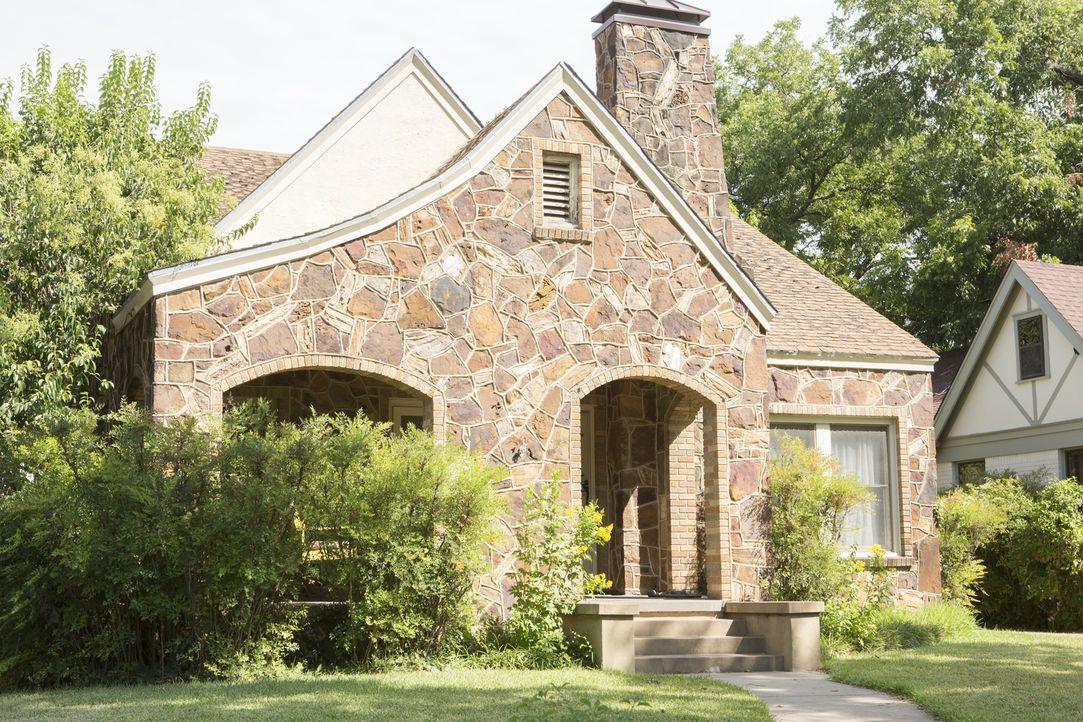 """Nach langem Suchen haben Chip und Joanna endlich ein Gebäude für ihren geplanten Haus-Flip gefunden: """"Das Giraffenhaus"""". Nun geht es an die Renovier... - Bildquelle: Jennifer Boomer 2017, HGTV/Scripps Networks, LLC. All Rights Reserved."""