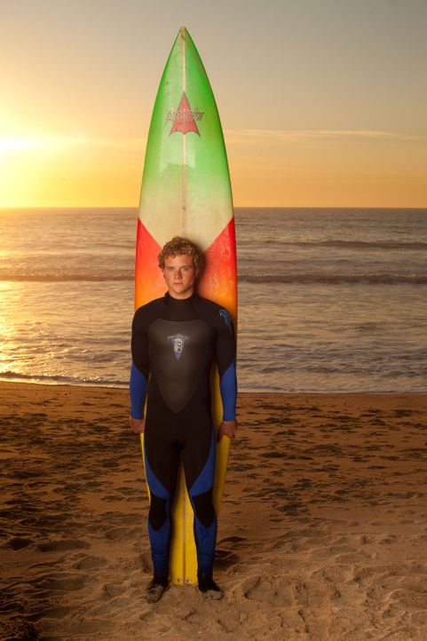Wird durch seine Taten auf dem Surfbrett zum Mythos und zur Inspiration: Jay Moriarity (Jonny Weston) ... - Bildquelle: TM & COPYRIGHT   2011 Twentieth Century Fox Film Corporation and Walden Media, LLC. All Rights Reserved. Not for Sale or Duplication.