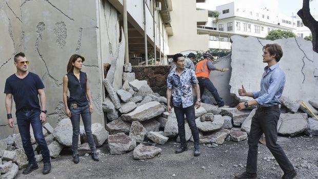 Erdbeben auf Hawaii: Als MacGyver (Lucas Till, r) und Jack (George Eads, l) b...