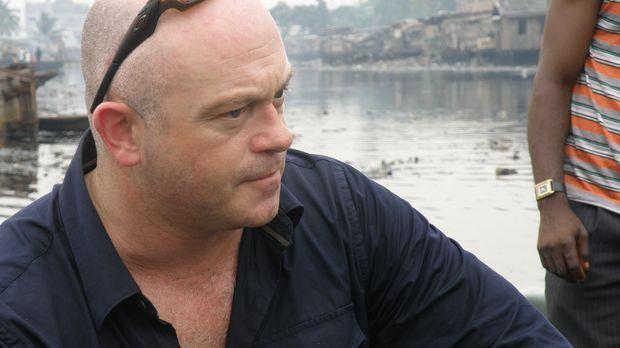 Ross Kemp begibt sich zu den weltweit schlimmsten Piraten-Hotspots und sucht...