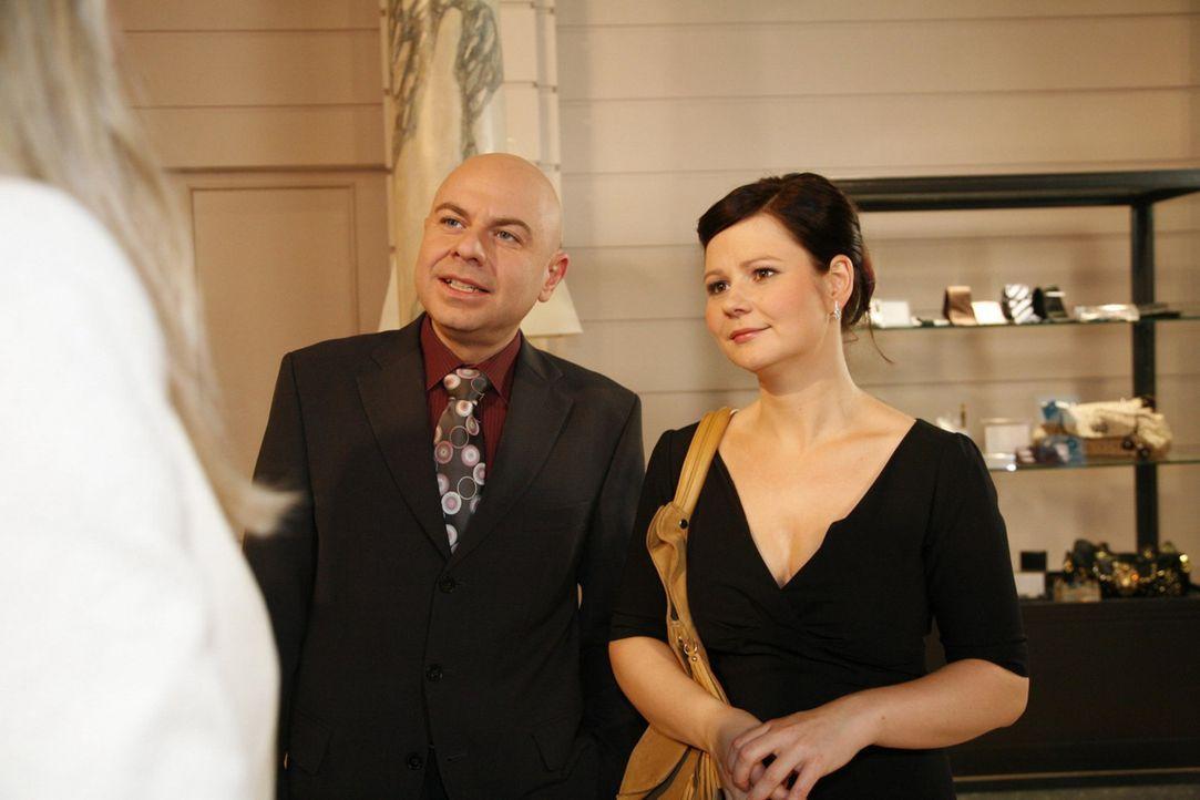 Eva (Anett Heilfort, r.) ist fassungslos, dass Oliver (Prodromos Antoniadis, l.) für sie eine Entscheidung trifft ... - Bildquelle: SAT.1