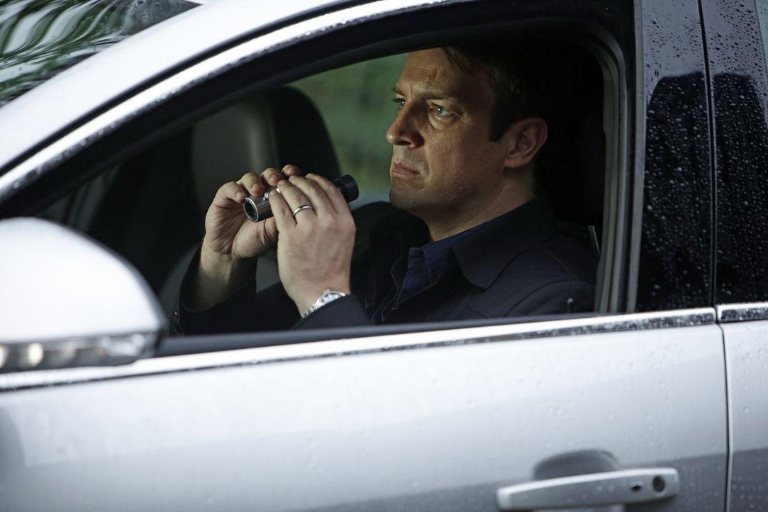Kann nicht glauben, was er bei der Überwachung seiner alten Schulfreundin Eva sieht: Castle (Nathan Fillion) ... - Bildquelle: ABC Studios