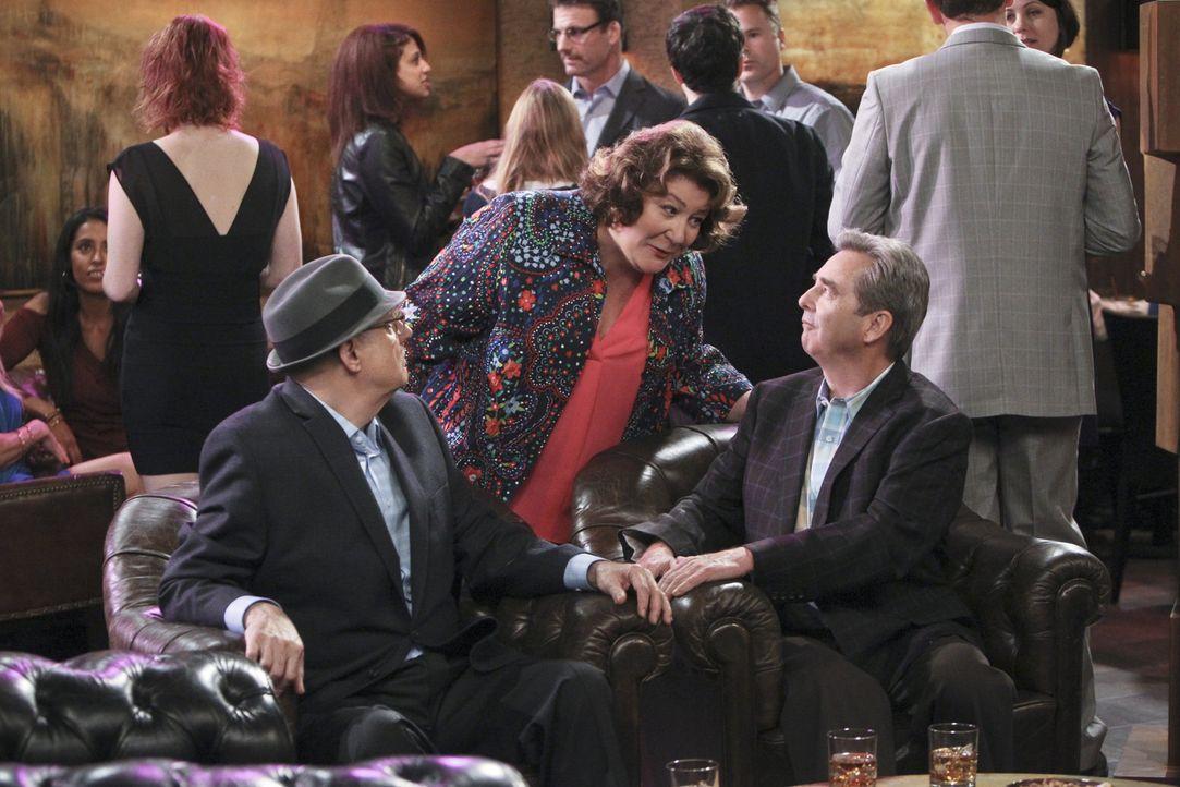 Nathan stellt seinem Vater Tom (Beau Bridges, r.) seinen Chef Ed Dolan (Jeffrey Tambor, l.) vor, in der Hoffnung, die beiden verstehen sich und woll... - Bildquelle: 2013 CBS Broadcasting, Inc. All Rights Reserved.