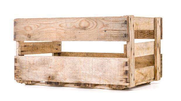 Weinkiste in hellem Holz