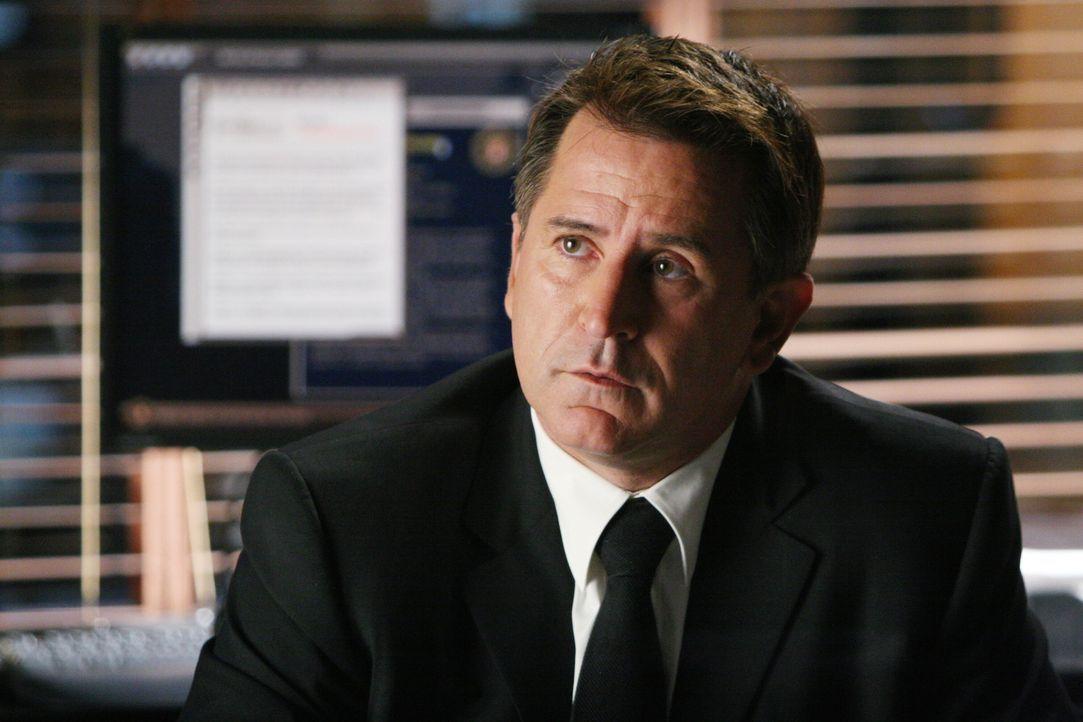 Der aktuelle Fall bereitet Jack (Anthony LaPaglia) Kopfzerbrechen ... - Bildquelle: Warner Bros. Entertainment Inc.