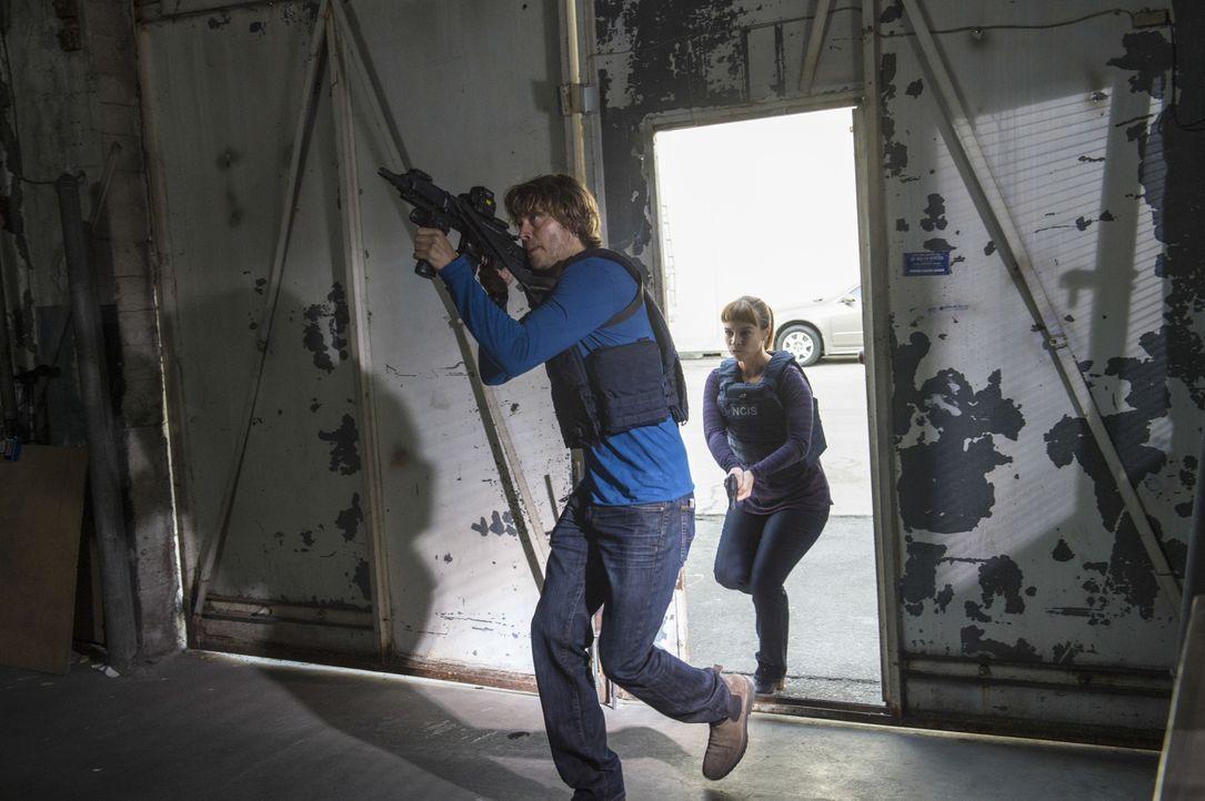 Nachdem ein Agent der Homeland Security von einem Triaden-Killer vergiftet wurde, muss das Team um Deeks (Eric Christian Olsen, l.) und Nell (Felice... - Bildquelle: Neil Jacobs 2016 CBS Broadcasting, Inc. All Rights Reserved.