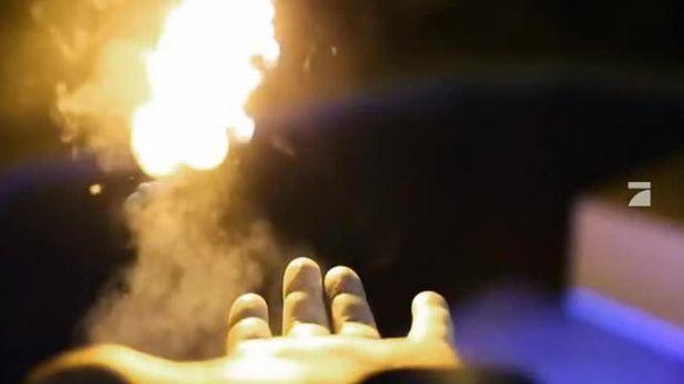Webphänomen: Feuerbälle aus dem Handgelenk