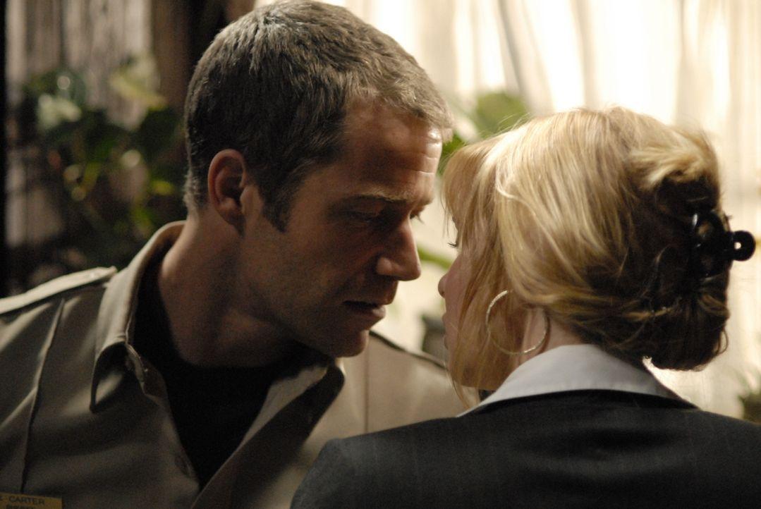 Kommen sich Jack Carter (Colin Ferguson, l.) und seine Ex-Frau Abby (Olivia D'Abo, r.) wieder näher? - Bildquelle: Universal Television
